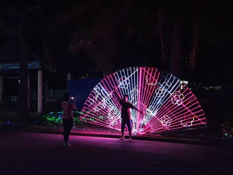 Lễ hội ánh sáng vắng khách trong những ngày đầu mở cửa