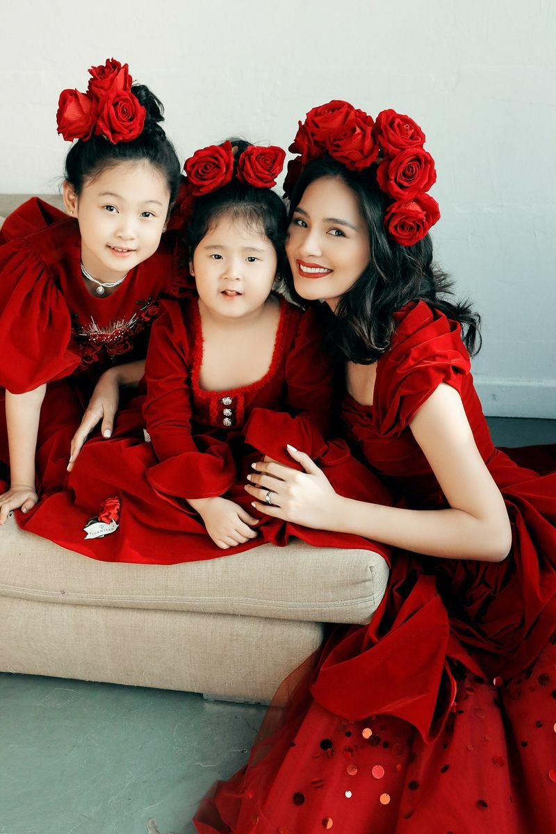 """Nhan sắc hai """"tiểu công chúa"""" của Hoa hậu đẹp nhất châu Á 2009"""