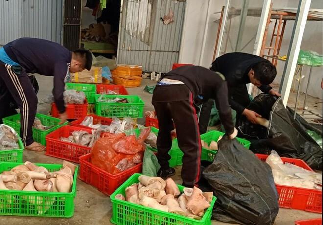 4 tạ thực phẩm đông lạnh bốc mùi trong nhà trọ công nhân