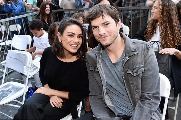 Ashton Kutcher bắt gặp vợ xem phim 'nóng' nửa đêm