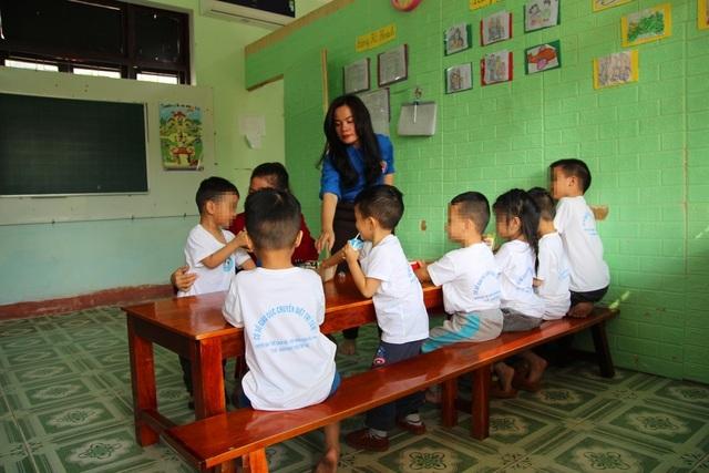 Cô giáo 8x và hành trình đến với những đứa trẻ chuyên biệt