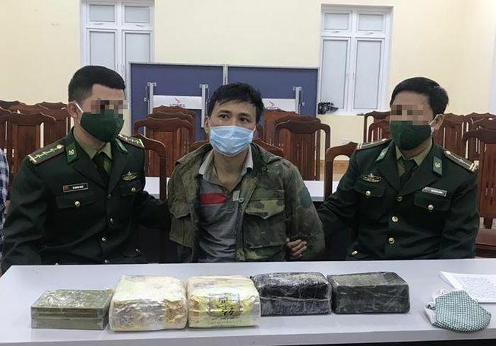 Bắt 1 đối tượng mua bán số lượng lớn ma túy tại khu vực biên giới tỉnh Nghệ An