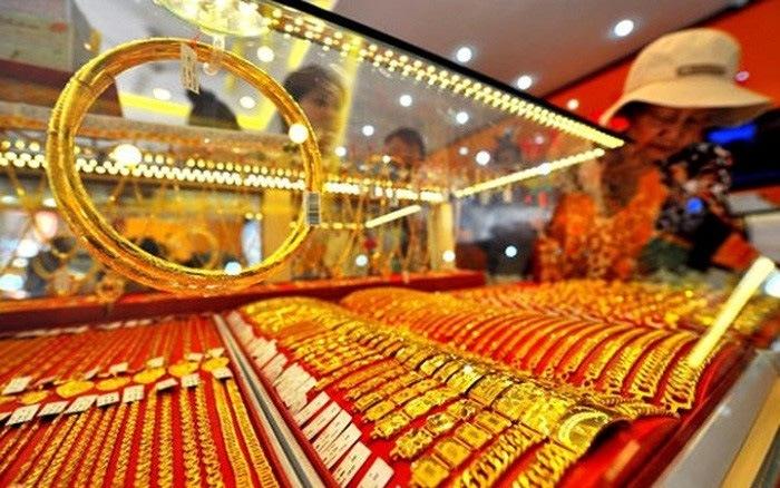 """Giá vàng hôm nay 25/2: Giằng co dữ dội khiến nhà đầu tư """"đau tim"""""""
