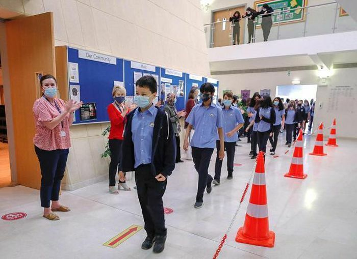 Học sinh Abu Dhabi hân hoan trở lại trường sau 8 tháng học trực tuyến
