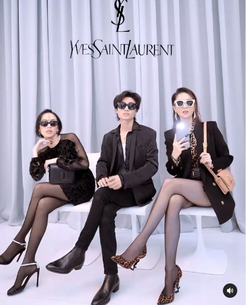 Ngọc Trinh đu trend 'coi show hàng hiệu' lên luôn 5 triệu view: Vbiz ai làm lại?