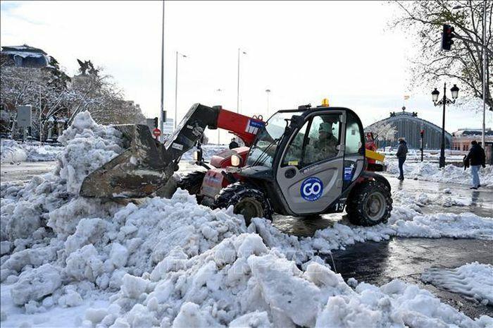 Châu Âu chìm trong giá lạnh và bão tuyết