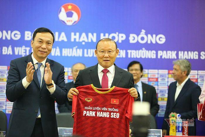 """Thầy Park """"nên duyên"""" cùng bóng đá Việt Nam chỉ sau cuộc gặp 10 tiếng"""