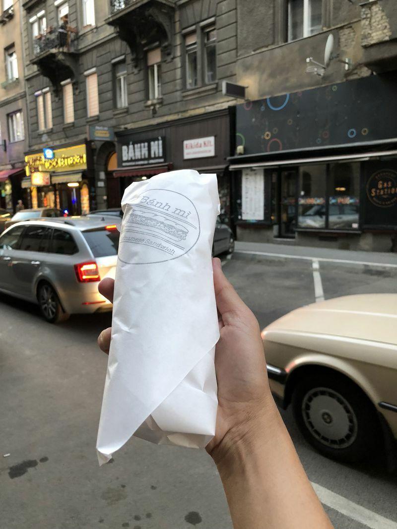 Cắn bánh mì Việt giữa nước Mỹ, nghe quê hương trên đầu lưỡi!