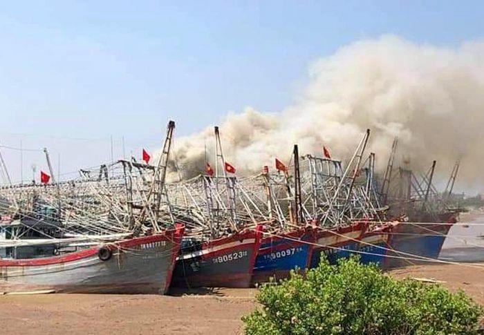 Huyện Hậu Lộc: Cháy tàu cá đang neo đậu, thiệt hại trên 200 triệu đồng