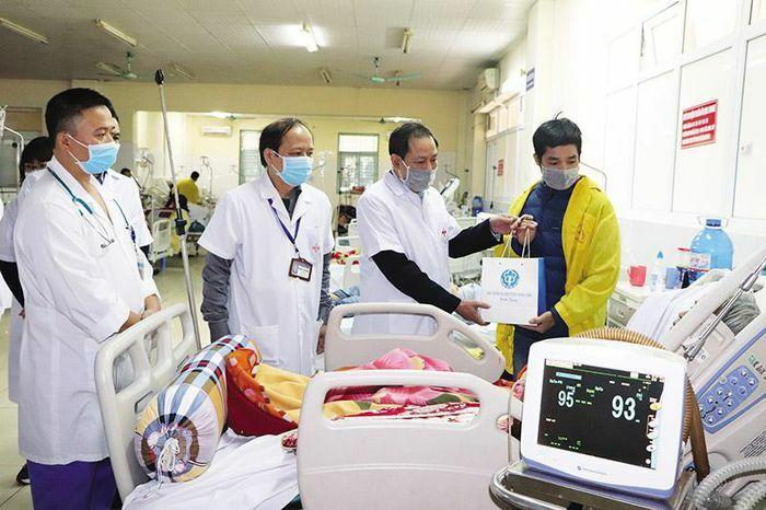 Bảo hiểm Xã hội mang Tết ấm đến với bệnh nhân nghèo