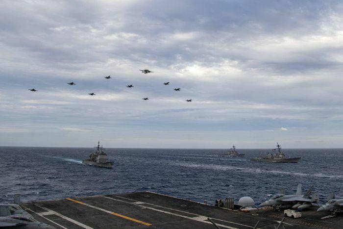Mỹ đưa hai nhóm tàu sân bay vào Biển Đông