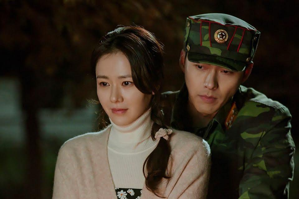"""Cảnh hậu trường """"ngọt xỉu"""" đến từ cặp đôi Hyun Bin và """"chị đẹp"""" Son Ye Jin"""