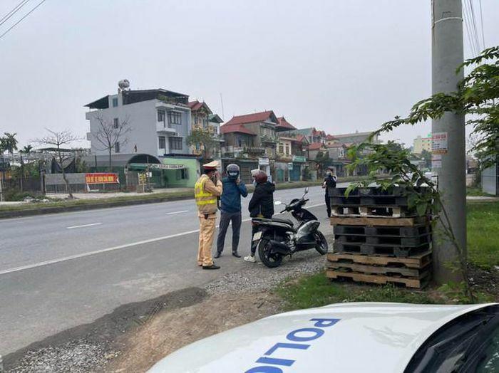 Xử lý nghiêm lái xe vi phạm nồng độ cồn ở khu vực gần sân bay Nội Bài
