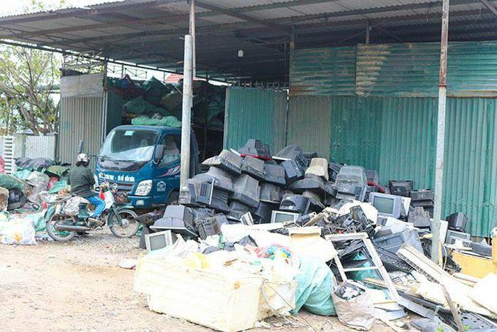 Cần có hướng xử lý rác thải điện tử