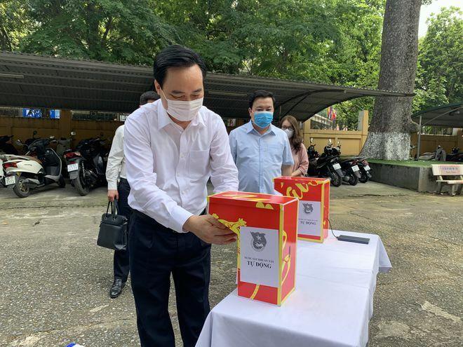 """Bộ trưởng GD-ĐT Phùng Xuân Nhạ: """"Không dồn ép học sinh dẫn tới học quá tải"""""""