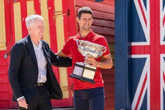 """Bố Djokovic: """"Truyền thông phương Tây ghen tị vì con tôi giỏi nhất"""""""