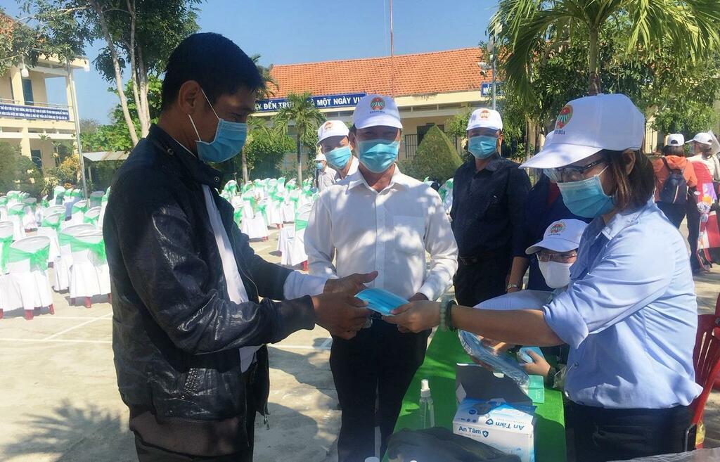 """100% cán bộ, hội viên nông dân tỉnh Khánh Hòa bịt kín khẩu trang tham gia """"Tết trồng cây"""""""