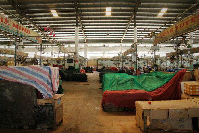 Tiểu thương Đà Nẵng dọn hàng sớm trước cảnh đìu hiu chợ 30 Tết