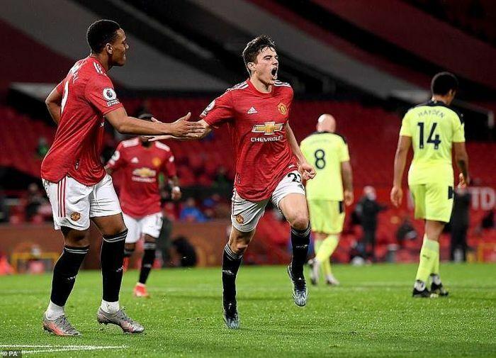 Hàng công tỏa sáng, Man United thắng dễ trước Newcastle