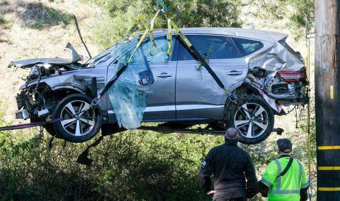 Tiger Woods gặp nạn nhưng mọi người lại chú ý đến chiếc xe