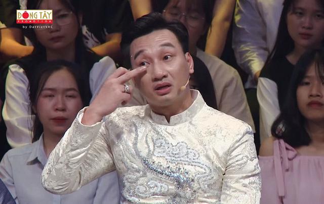 """Nghệ sĩ Việt những ngày cận Tết người khóc nhớ bố mẹ, người bị giục lên """"xe hoa"""""""