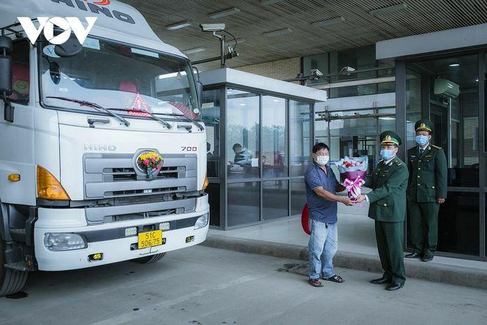 160 tấn thanh long xuất qua cửa khẩu Lào Cai ngày mồng 1 Tết