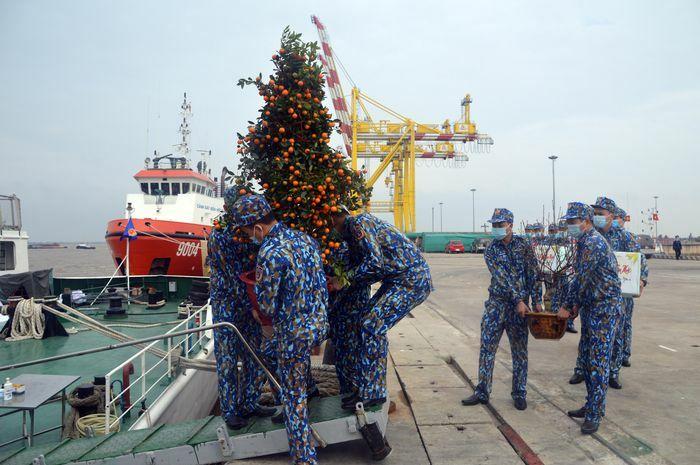 Tết ấm áp của những người lính biển