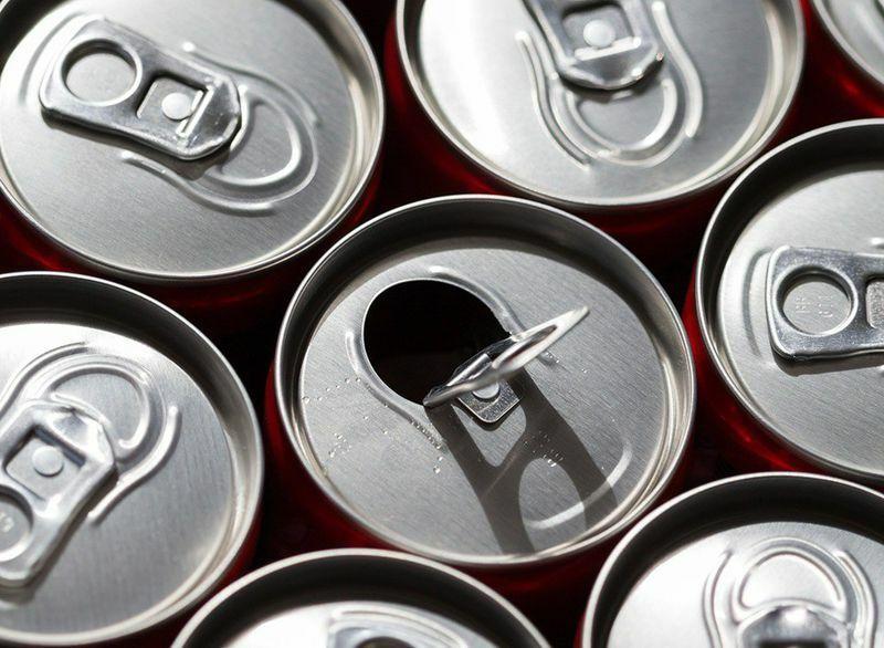 Khoa học nói gì về việc pha rượu với nước tăng lực?