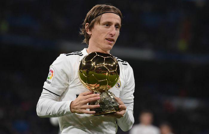 Messi vượt Ronaldo, trở thành cầu thủ hay nhất thập kỷ