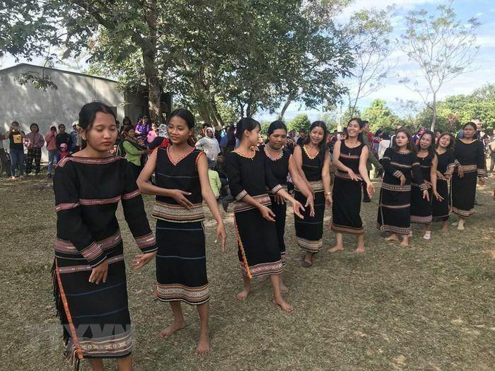 Kon Tum: Độc đáo lễ Nước giọt của người Rơ Ngao