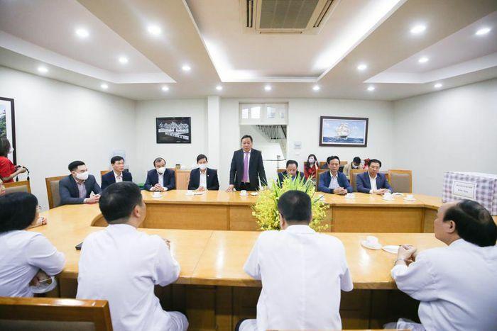 Lãnh đạo Thành ủy Hà Nội thăm, tặng quà Bệnh viện Hữu Nghị