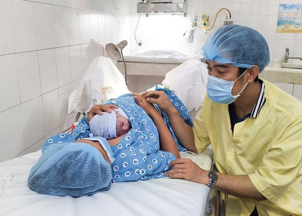 Đúng giao thừa, 5 em bé cùng cất tiếng khóc chào đời tại TP.HCM