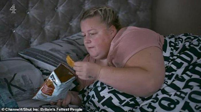 Người chồng bị chỉ trích khi cho vợ nặng 190 kg ăn uống liên tục