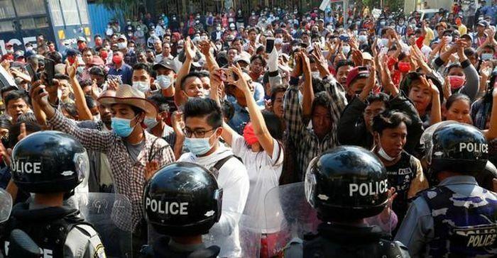 Anh, Mỹ đi bước rắn với quân đội Myanmar