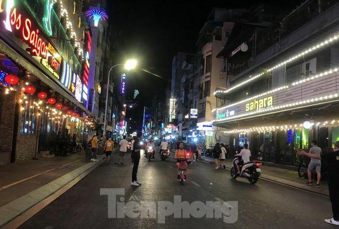 TPHCM tạm dừng vũ trường, quán bar, karaoke từ ngày 9/2