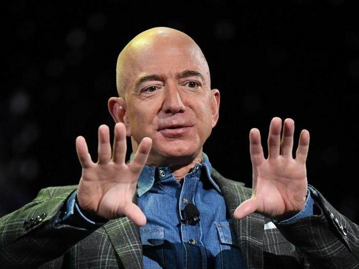 Điều đặc biệt ít biết về tỷ phú giàu nhất thế giới Jeff Bezos