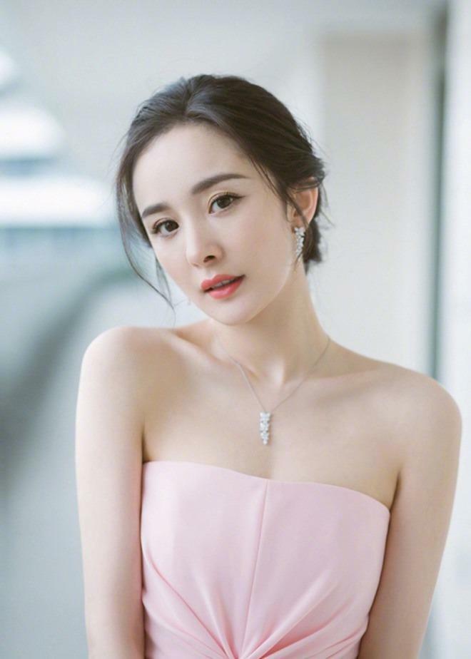 Truyền thông đưa tin Dương Mịch đi khám thai, tái hợp chồng cũ sau 3 năm ly hôn
