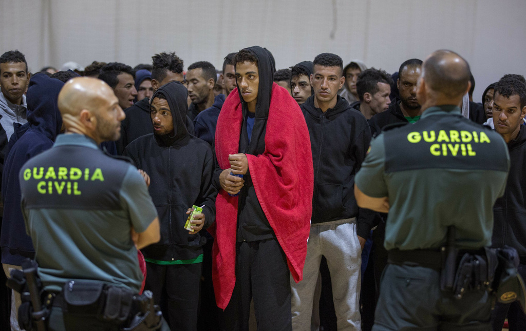 Tây Ban Nha triệt phá đường dây đưa người nhập cư trái phép