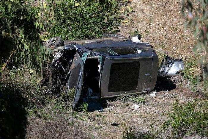 Tay golf nổi tiếng Tiger Woods gặp tai nạn ô tô