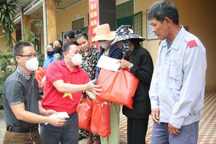 Báo Người Lao Động tặng quà người nghèo ở Quảng Nam
