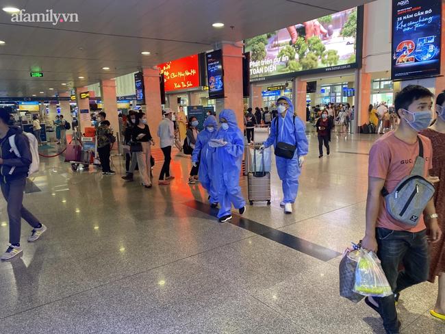 Chùm ca bệnh COVID-19 liên quan sân bay Tân Sơn Nhất xét nghiệm âm tính nhanh, không triệu chứng hoặc biểu hiện rất nhẹ