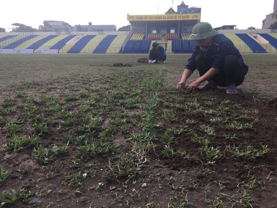 Bị chỉ trích, Câu lạc bộ Thanh Hóa tức tốc sửa chữa mặt sân