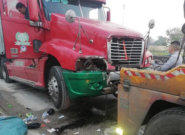 Nghệ An: Nữ công nhân công ty môi trường tử vong sau va chạm với xe container