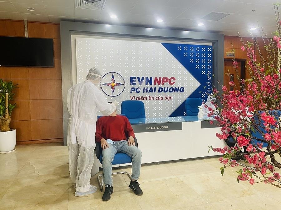 EVNNPC chỉ đạo PC Hải Dương kích hoạt các biện pháp ứng phó khẩn cấp, chi viện nhân lực cho Điện lực Cẩm Giàng vì có 02 ca nhiễm Covid