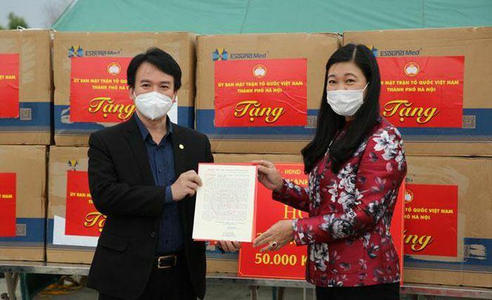 Hà Nội hỗ trợ Hải Dương 2 tỷ đồng và 50.000 khẩu trang phòng, chống dịch Covid-19