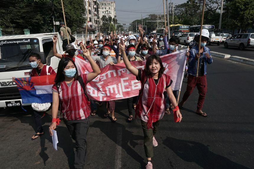 Ngàn người Myanmar đổ ra đường biểu tình, chính quyền quân sự liền cắt Internet