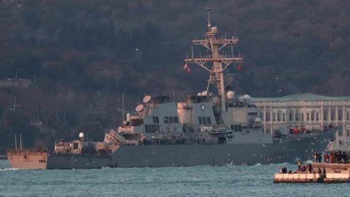 Ukraine tập trận với NATO, Su-24 Nga thăm dò USS Donald Cook