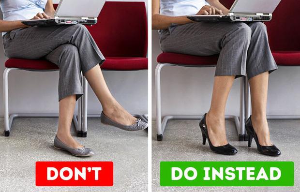 Thường xuyên ngồi vắt chéo chân, bạn sẽ dễ gặp phải 5 vấn đề sức khỏe gây ảnh hưởng từ chân lên đến đầu