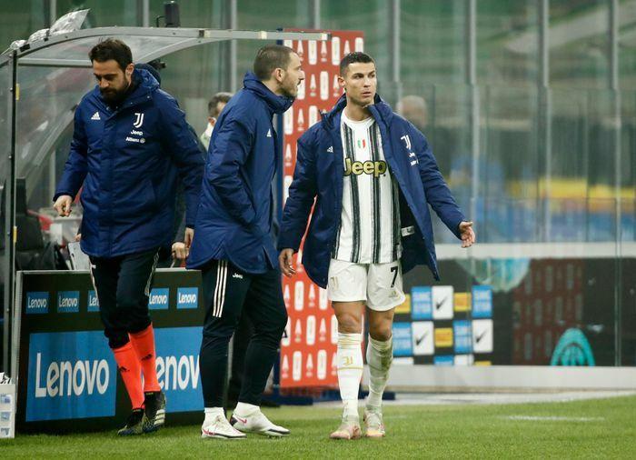 """Pirlo: """"Chẳng có điều khoản nào ngăn tôi thay Ronaldo"""""""