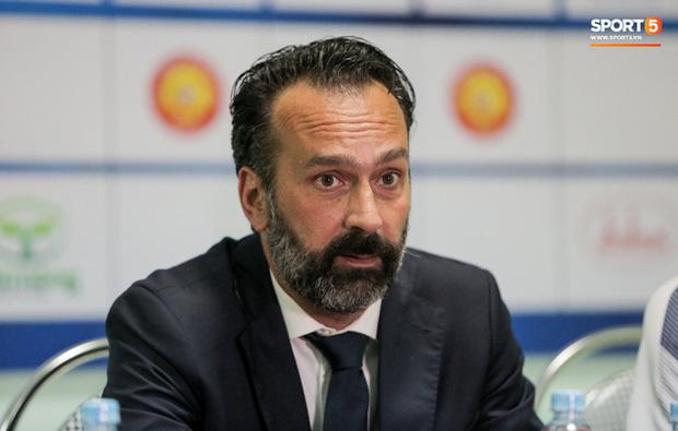 FIFA bác đơn kháng cáo, Thanh Hoá sẽ bị cấm thi đấu nếu không đền tiền cho HLV châu Âu